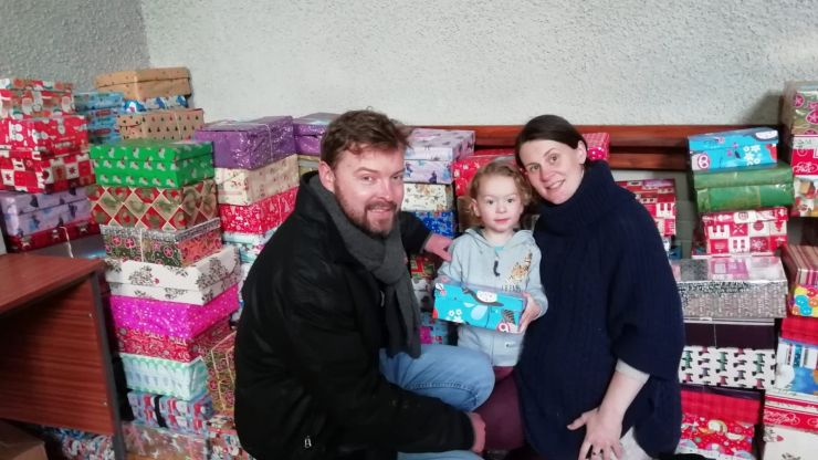 Couple who met volunteering with Team Hope make donating shoeboxes their family tradition