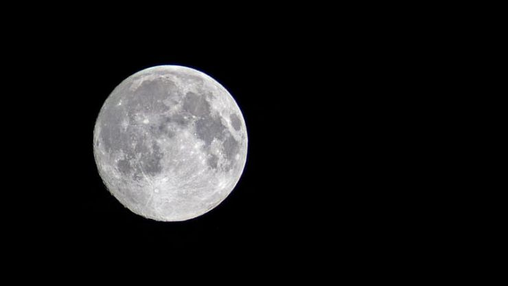 NASA confirms the presence of water on the moon