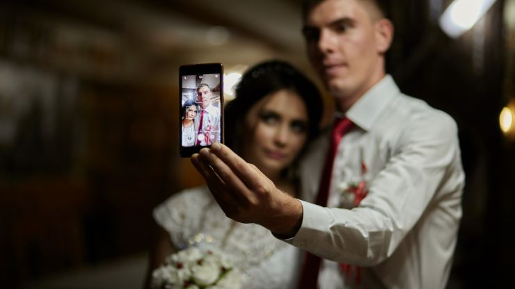 Couples who post more selfies are less happy, says study