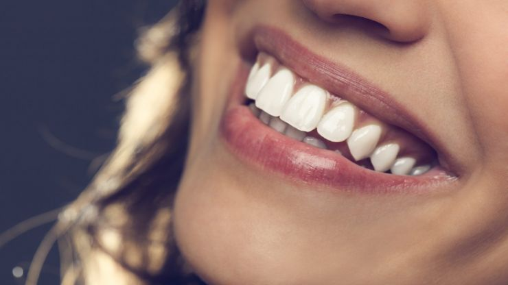 Want to smile with confidence? Here's how you can conveniently straighten your teeth at home