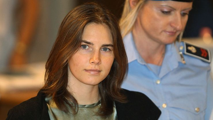 Amanda Knox is pregnant only weeks after suffering a miscarriage