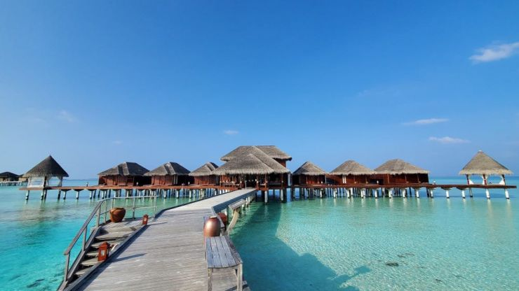 Couple pays €25,000 to work remotely from the Maldives during Covid
