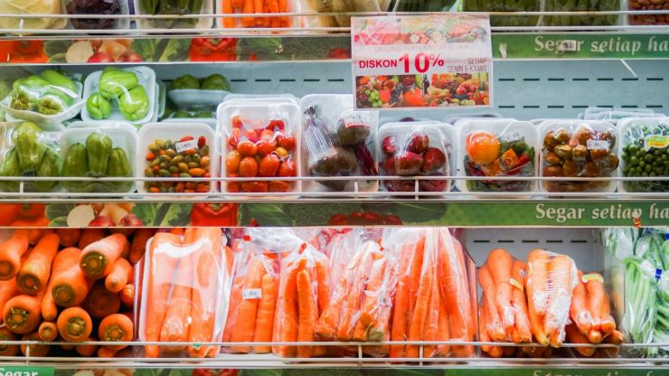 France to ban plastic packaging for fruit and vegetables from January 2022