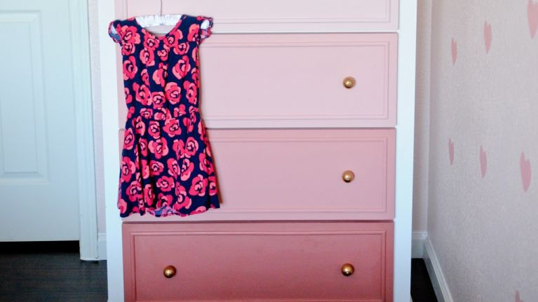 Easy DIY project: Turn an old chest-of-drawers into this ombre beauty