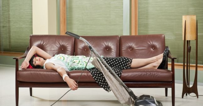15 Rage-Filled Thoughts We All Have When Cleaning The (Goddamn) House