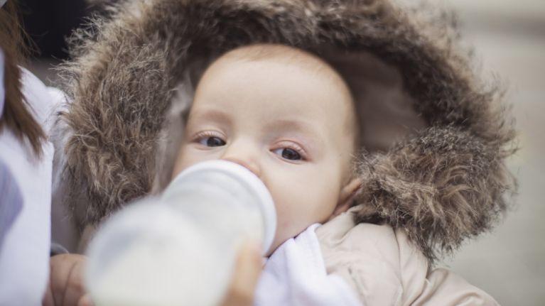 Breastfeeding mum pens open letter to mums using formula