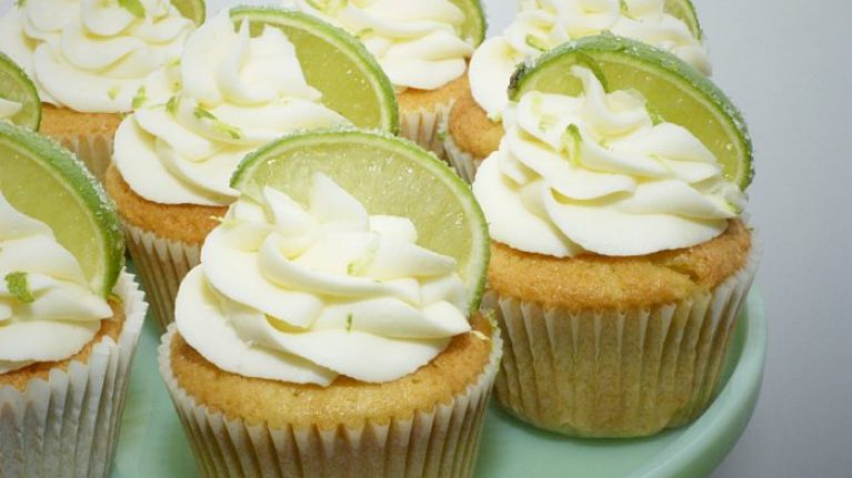 Gin and Tonic cupcakes... Where cocktail meets confection (and perfection)