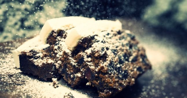 The Easiest (And Most Delicious) Christmas Cake Recipe - EVER!