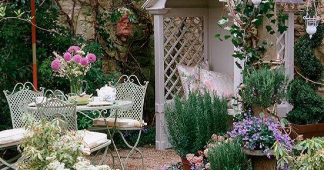 10 steps to design a cottage style garden at your home for Gardening 3rd trimester