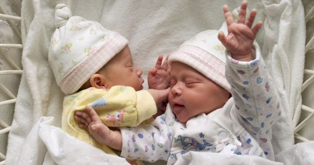 10 super sweet boy/girl baby names for TWINS