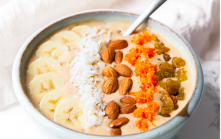 This smoothie bowl tastes JUST like carrot cake (and is so easy to make)