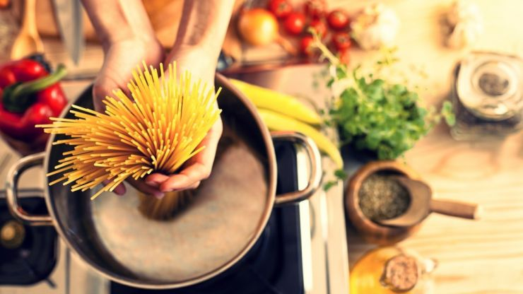 4 in 5 Mothers Are The Main Cook in The Home, Reveals Study