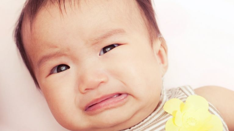 This dad's way of getting his daughter to stop crying is priceless