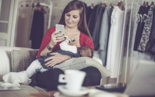 Early feeding expert warns mums are being distracted by technology