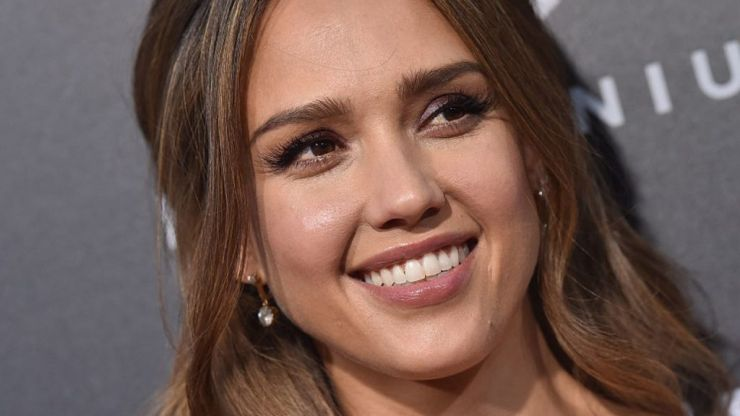 Jessica Alba looks glowing as she shares pregnancy workout