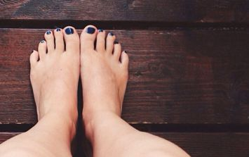 The difference in this mother's swollen feet during pregnancy is crazy