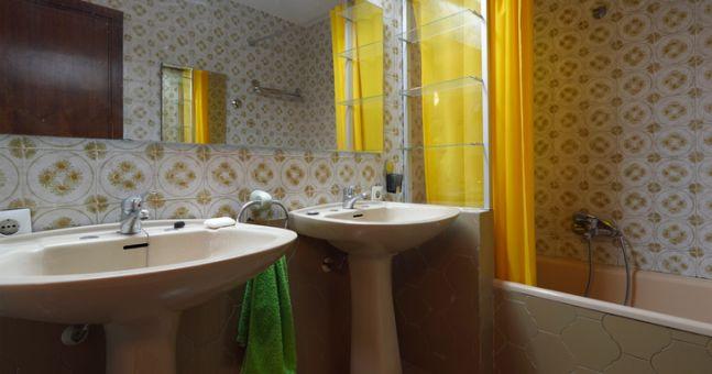 Avocado bathrooms the 10 interior design trends that for Avocado bathroom ideas