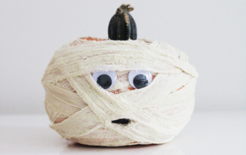 10 SUPER EASY ideas for your pumpkin (and no carving involved!)