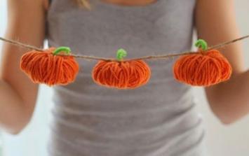 DIY: Make this adorable (and easy) pumpkin garland today