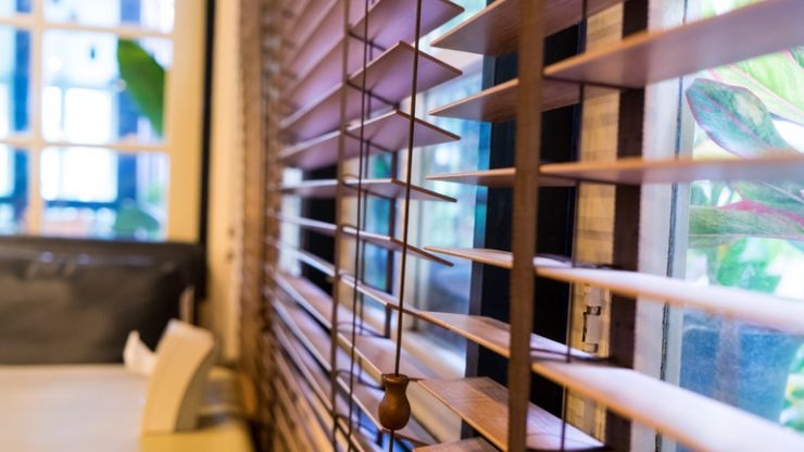 Loose blind cords on windows should be banned, say experts