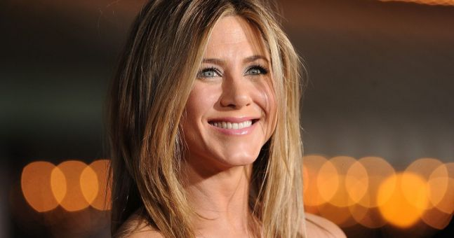 Here's how Jennifer Aniston gets her hair so shiny and smooth