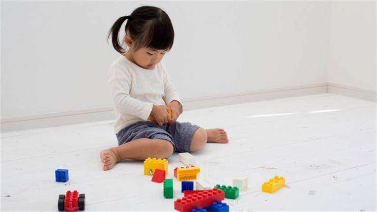If your kids sit like this, it may seriously harm their muscles and motor development