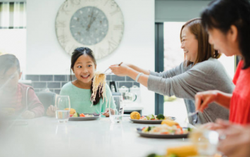 4 reasons you should prioritise eating as a family (they're scientifically proven)