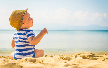 This is such a good parenting hack if you're heading to the beach with a baby
