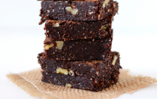 These 5-minute raw espresso brownies are not only delicious, but good for you too