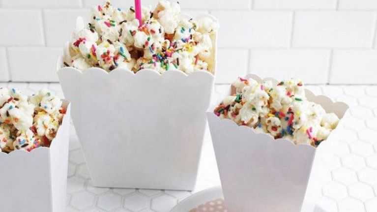 Chrissy Teigens Amazing Cake Batter Popcorn Is What Birthday Party Dreams Are Made Of
