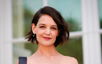 Katie Holmes is sightseeing in Kilkenny and seems to be having a grand aul' time