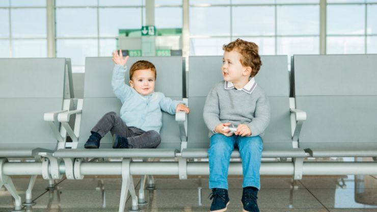 4 simple ways to keep the kids entertained when travelling through an airport