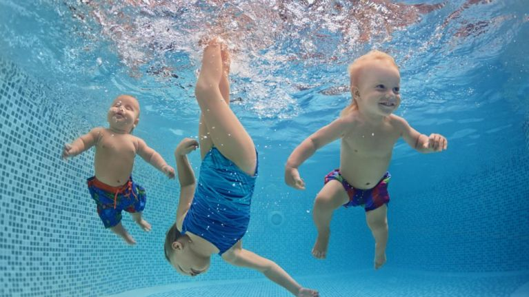 5 reasons to have your tots dive into swim lessons pronto