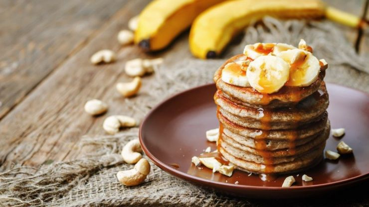 These 2-ingredient banana pancakes are a delicious healthy lunchbox treat