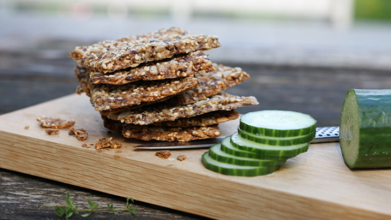 These super-easy homemade cracker breads are healthy, low-carb and really addictive