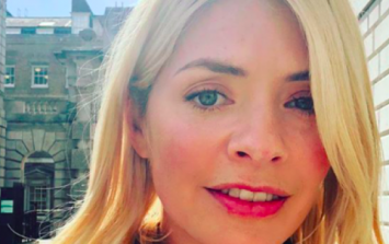 You can pick up Holly Willoughby's new top for €35 in Dorothy Perkins