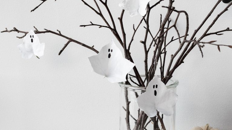 Easy Halloween crafts you can do with the kids using just egg cartons and leaves