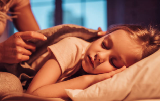 Early bedtimes mean better mental health not just for baby, but for you too