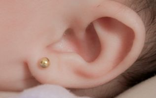 Mother shares ear piercing story to warn other parents to be wary