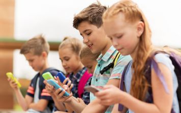Apple advised to study the impact of children using smartphones