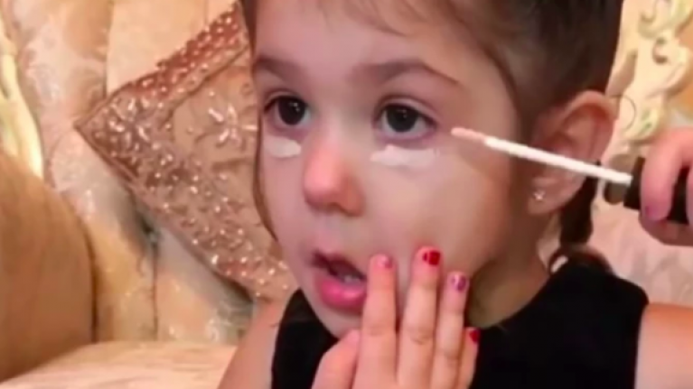 Parents are furious after seeing this toddler apply makeup perfectly