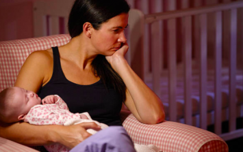 Almost half of new mums experience hallucinations or dark thoughts