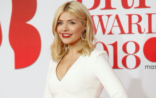 Holly Willoughby's pleated Zara skirt is a wardrobe must-have