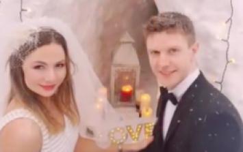 This Irish couple's snowy back garden wedding ceremony is amazing