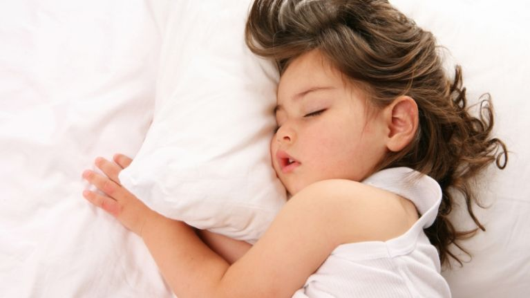 This super easy to make toddler sleep-hack is basically a GODSEND