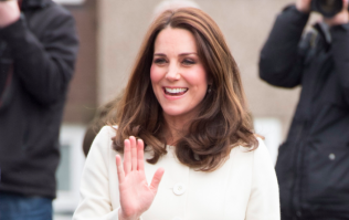 People are FREAKING OUT about Kate Middleton's fingers in this pic