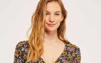 This Topshop maternity dress is now reduced to €20 and perfect for spring