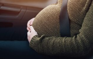 how to wear a seatbelt when your pregnant