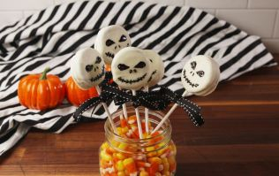 These Oreo skeleton pops are easy to make (even if you're not a Pinterest mom)