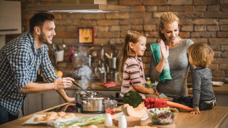 4 (scientifically proven) reasons you should prioritise eating as a family